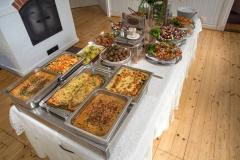 Pienen ruokasalin noutopöytä